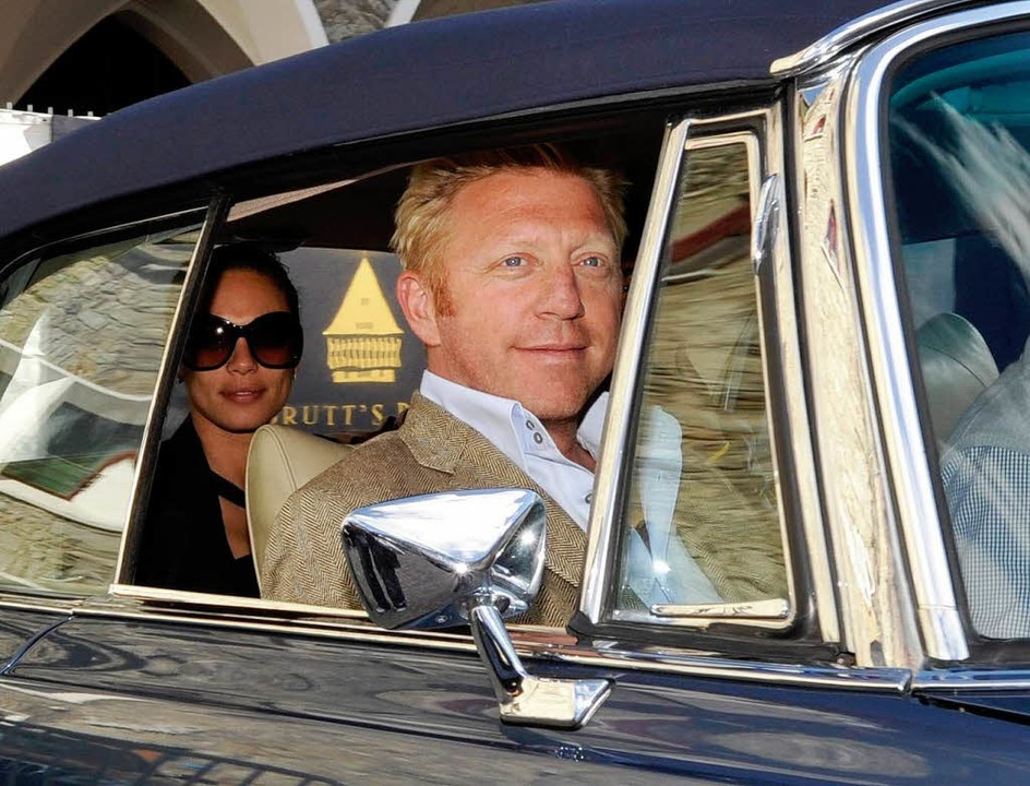 In einem blauen Mercedes Oldtimer Cabr... Lilly am Donnerstag in St. Moritz an.    Foto: dpa