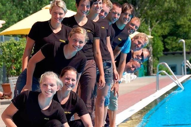 Triathleten im Ettenheimer Schwimmbad