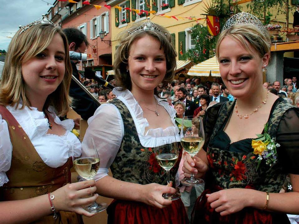 Die Weinhoheiten Michaela Baldinger, E... links)  eröffneten die  33. Weintage.    Foto: Elisabeth jakob-Kölblin