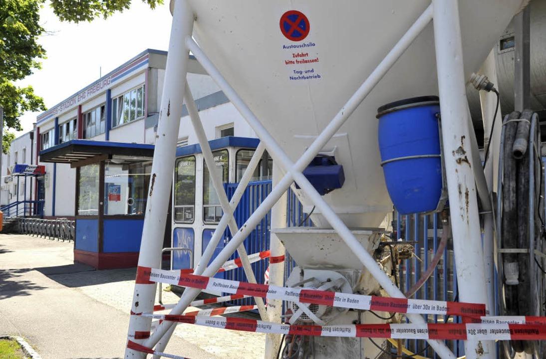 Die Eishalle in Freiburg: Ein Sanierungsfall.  | Foto: Thomas Kunz