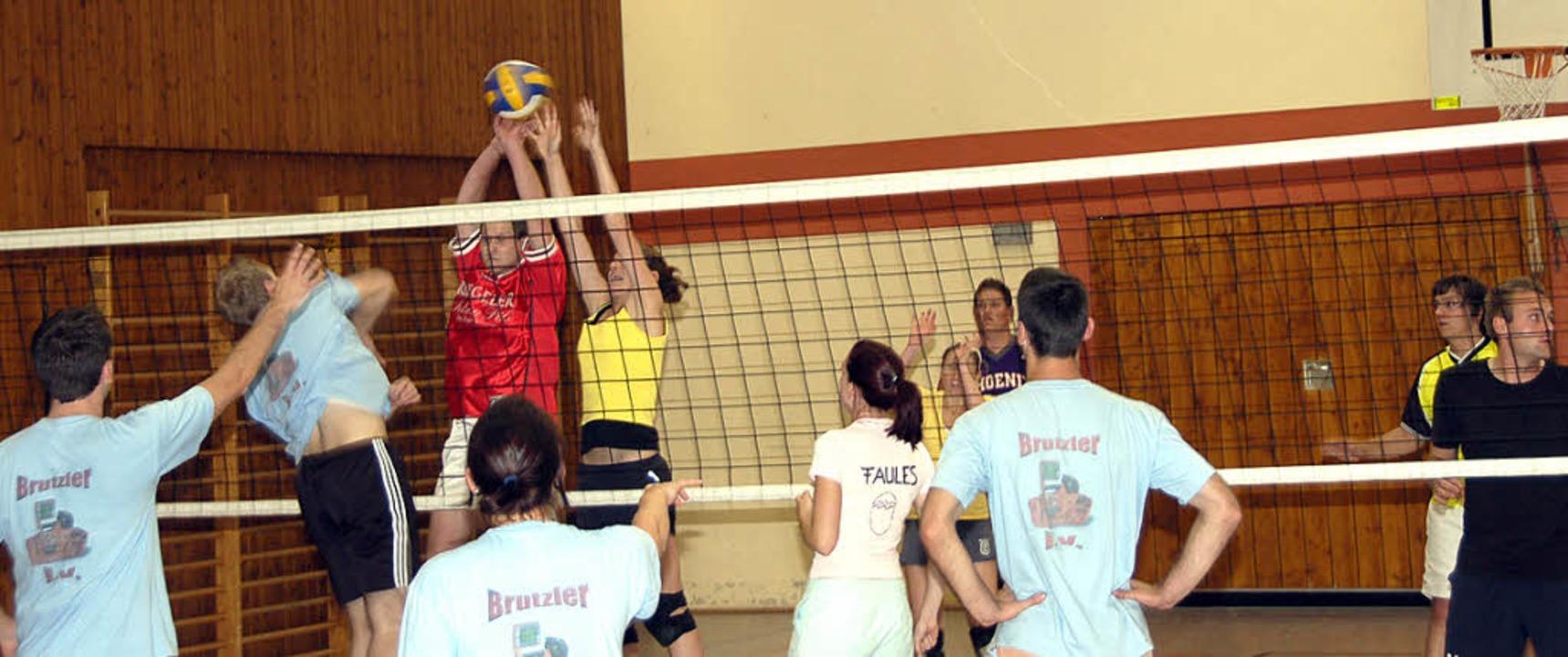 <Bildtext>Zwölf Stunden lang spielten ...r der BSC-Volleyballgruppe.</Bildtext>  | Foto: Alfred Peter