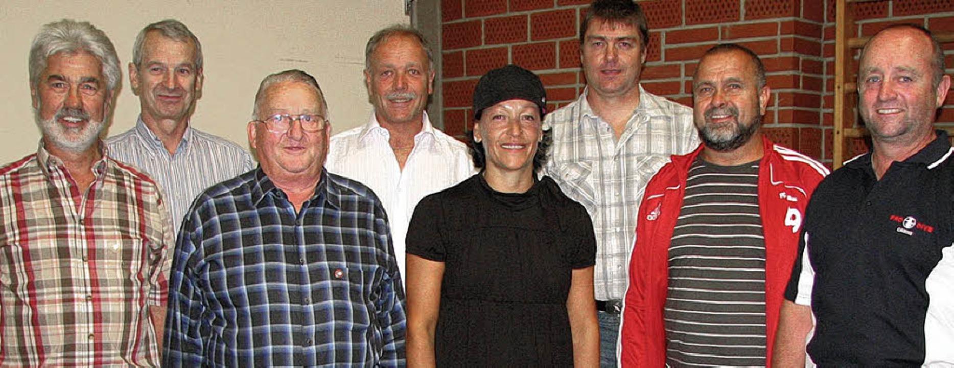 Die Geehrten mit den Vorstandsmitglied...mgarten, Jürgen Galda und Georg Rind.   | Foto: Susanne Kanele