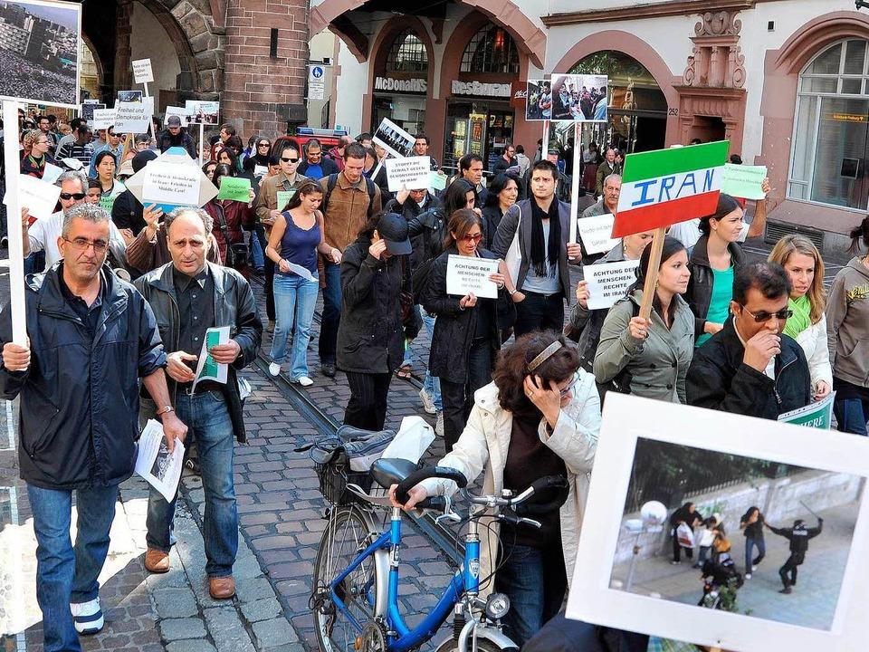 Im Gedenken an die Toten der Unruhen im Iran.  | Foto: Michael Bamberger