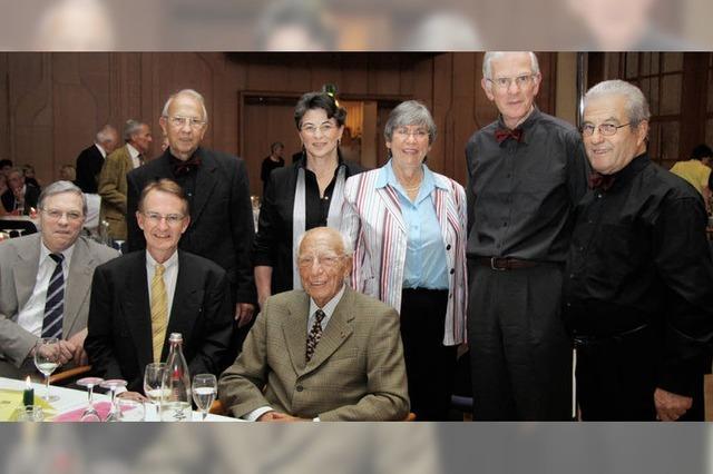 Auch Altbundespräsident Walter Scheel feierte mit der Sängerschar