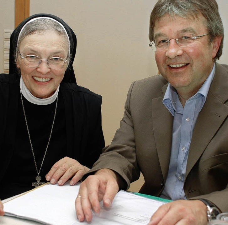 Schwester Frumentia und Professor Gerhard Suess  | Foto: siefke