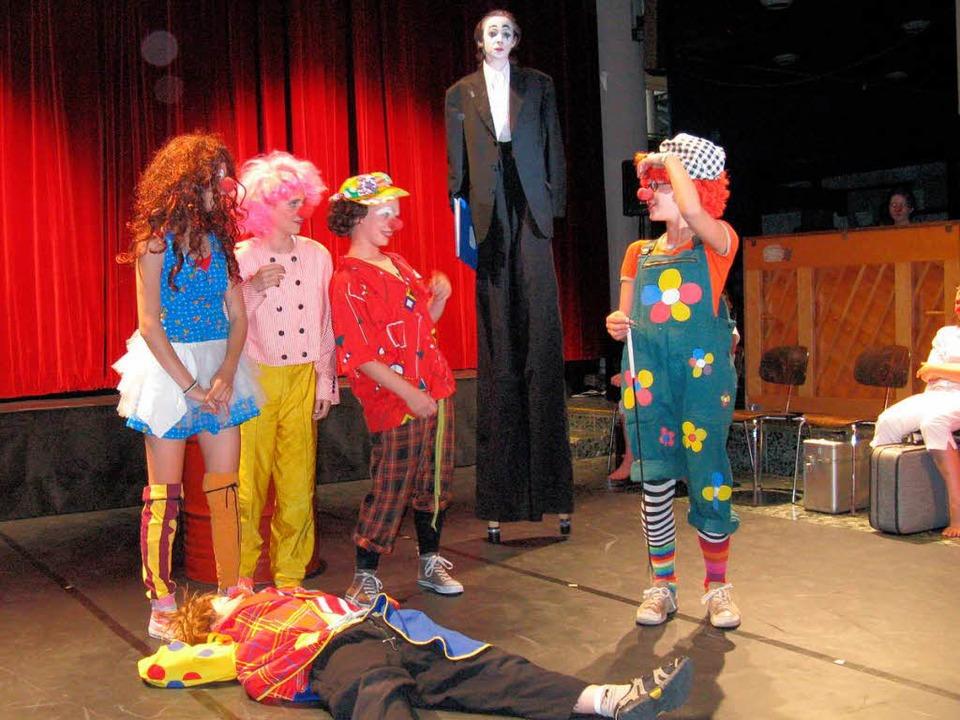 <Bildtext>Dr. Sinn und seine undisziplinierten Clowns</Bildtext>  | Foto: Dorothee Möller-Barbian