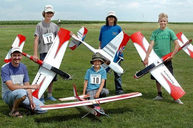 Junge Piloten zeigen in Wyhl ihre Flugkünste