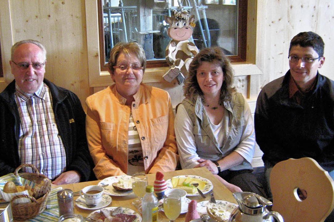 Christa und Leo Theissen mit ihren Gas...rechts), Monika und Michael Heizmann.   | Foto: hochschwarzwald Tourismus GmbH