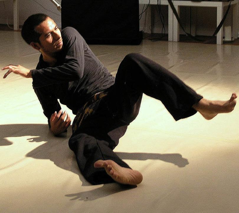 Butoh-Tänzer Jorge Vázquez  überträgt ...änge und Schwingungen in Bewegungen.    | Foto: Margrit Matyscak