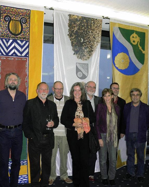 Gruppenbild vor Flaggen mit Peter Schü...alfner sowie  René Eisenegger fehlen.     Foto: Tillessen