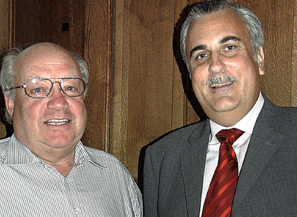 Wollen in ein Fachmarktzentrum  invest...z Beck und Thomas Hoffmann (von links)    Foto: fi