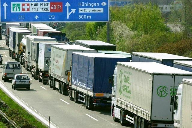 Wieder ein Unfall am Zoll – Gefahrenquelle Lkw-Stau