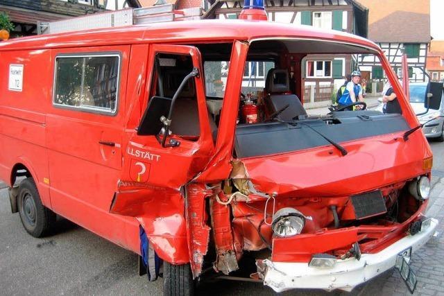 Historisches Feuerwehrauto bei Unfall in Willstätt beschädigt