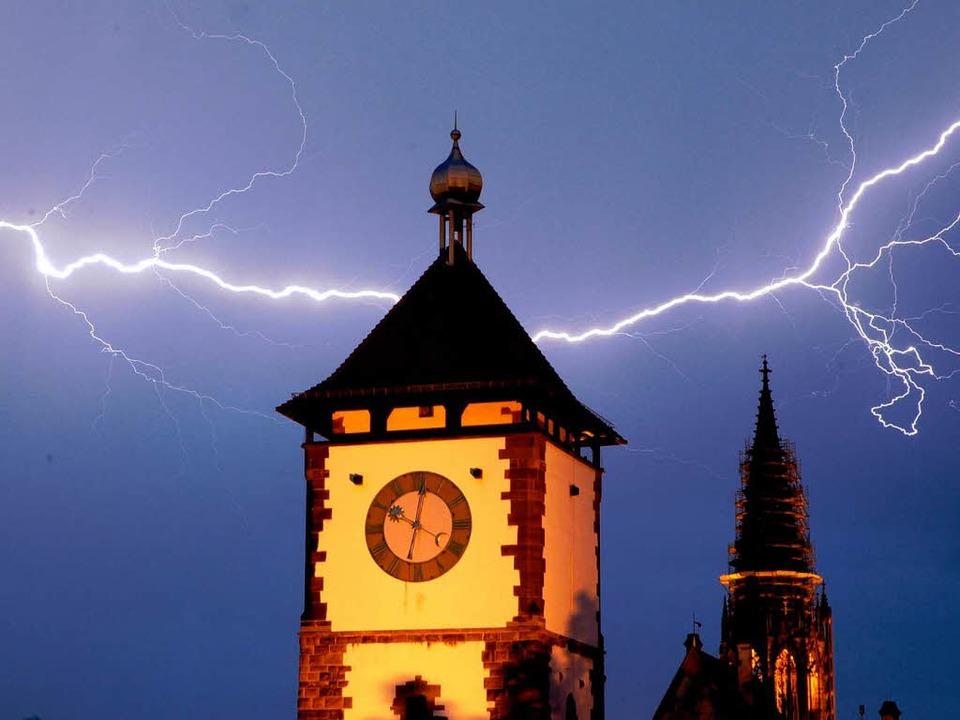 Blitz über Freiburg – kein seltenes Phänomen.  | Foto: Brigitte Sasse