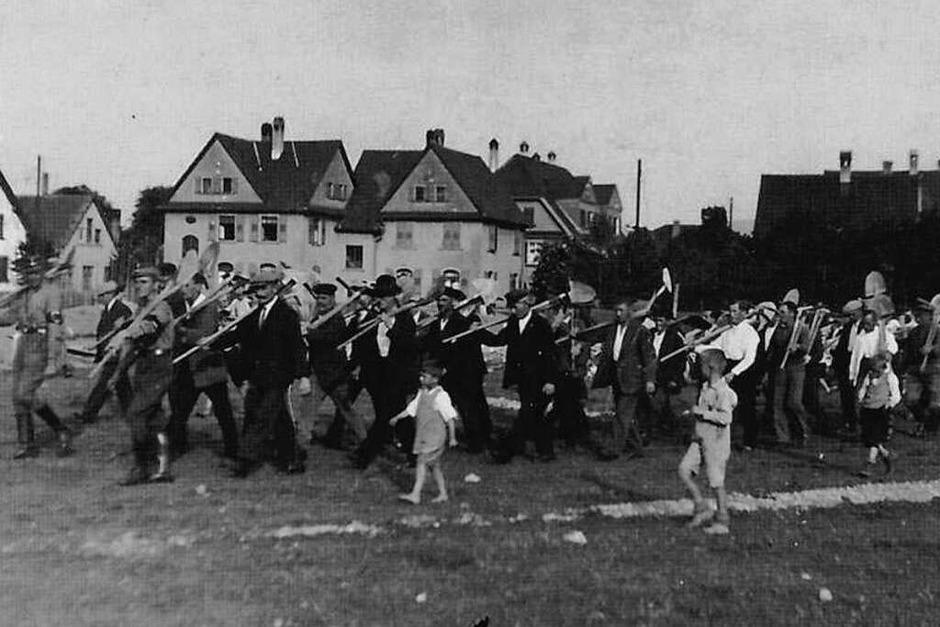 Aufmarsch zum Spatenstich am Jahnstadion am 15. Juni 1934 (Foto: privat)