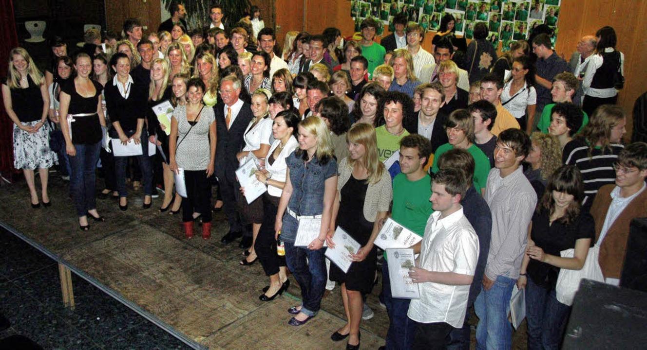 Die Abiturienten des Faust-Gymnasiums Staufen bei der Zeugnisausgabe  | Foto: BZ