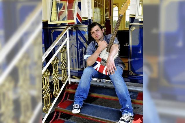 Adrian Paul: Gitarrist und Direktorensohn bei Roncalli
