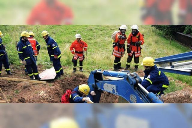 Rettungskräfte trainieren für Erdbeben und Explosion