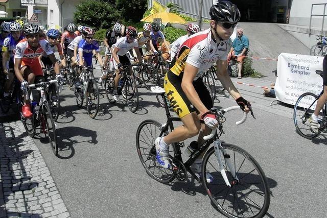 230 Radfahrer sind am Schönberg unterwegs