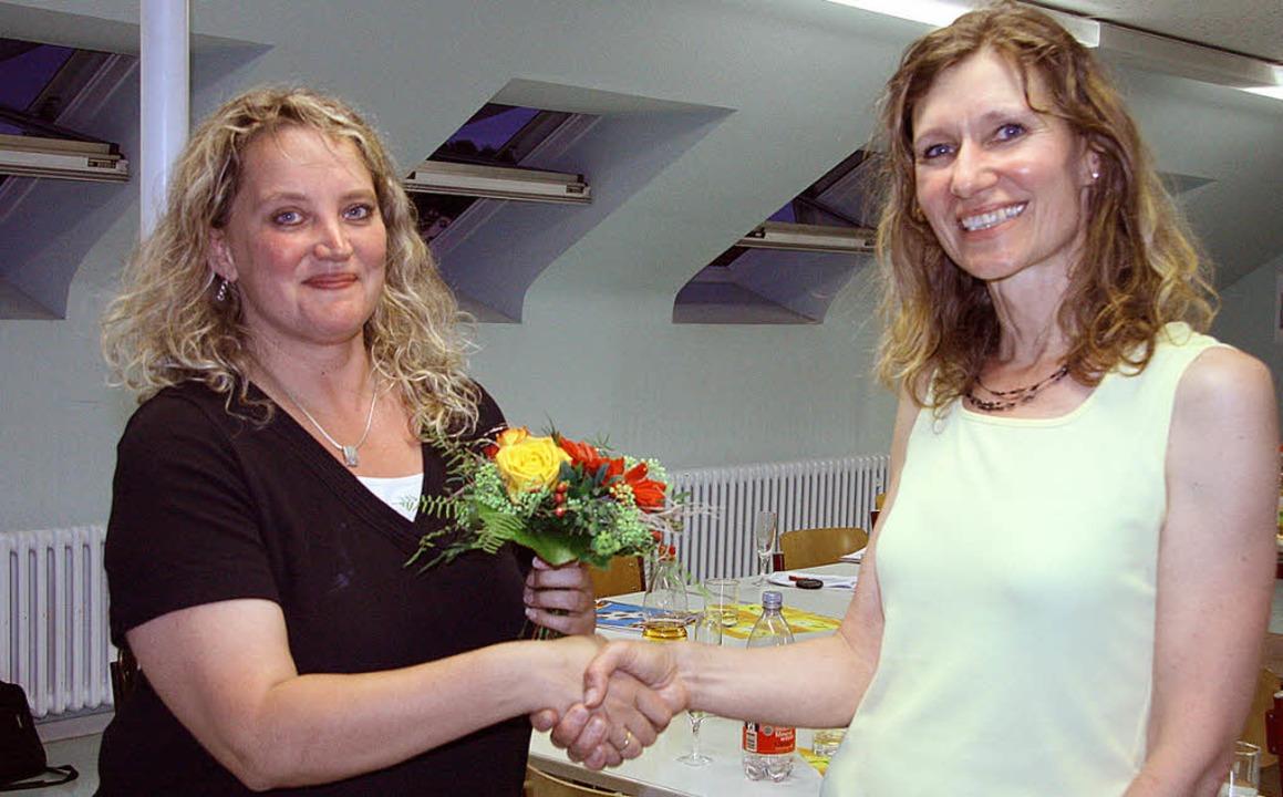 Monika Feil (rechts) dankte ihrer Stel... für ihr Engagement im Förderverein.    | Foto: privat