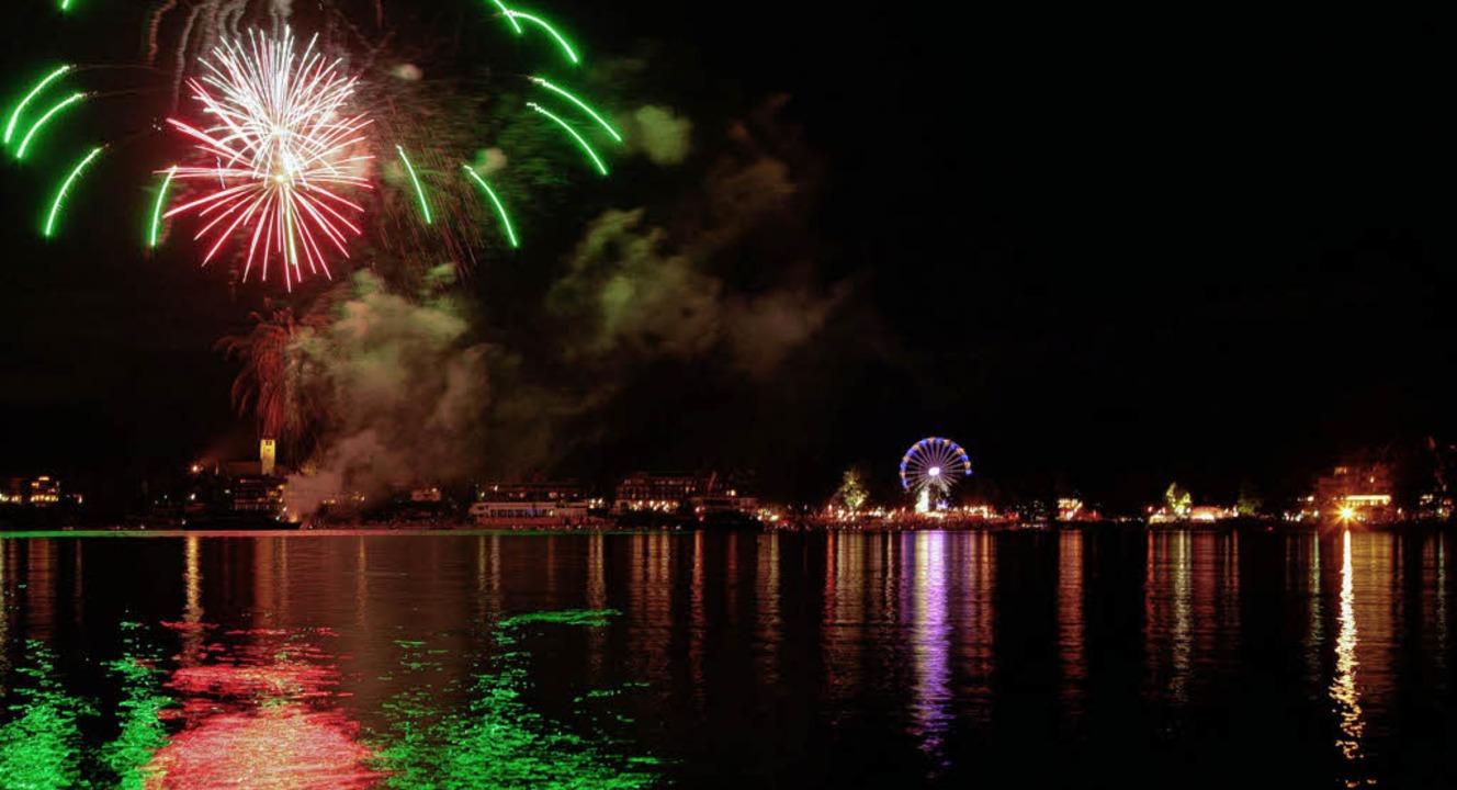 Feuerwerk über der Kirche und Riesenrad an der Promenade: das Seenachtsfest.   | Foto: jürgen Brandel