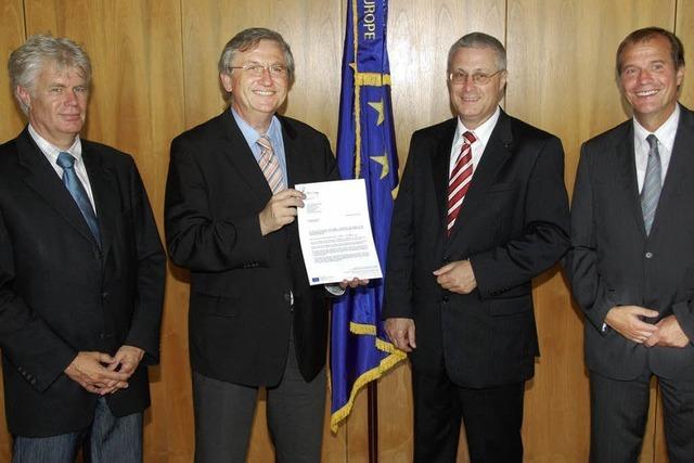 Regierungspräsident Würtenberger überbringt EU-Zuschuss