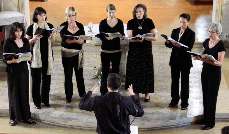 Das Ebringer Schlossensemble bei seinem Auftritt in der Söldener Kirche.   | Foto: Silvia faller