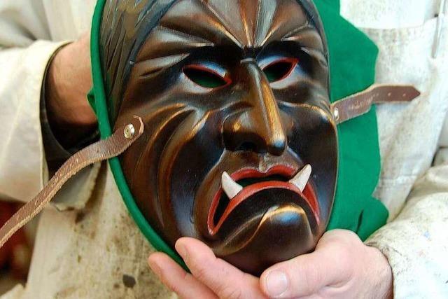 Werkstatt-Besuch beim Maskenschnitzer