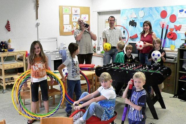 Neunlindenschule: Spiele, Kletterwand und Brunnen