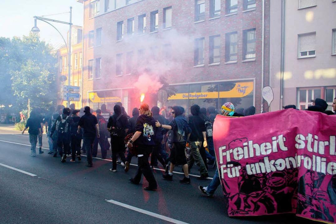 Der Protestzug der linken Szene gegen den G-8-Gipfel am Samstag.  | Foto: Nicolas Rogoll