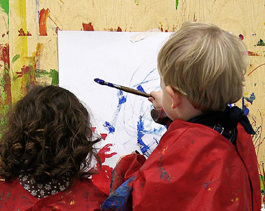 In den  Bildungshäusern  fängt die Zusammenarbeit früh an.   | Foto: ddp