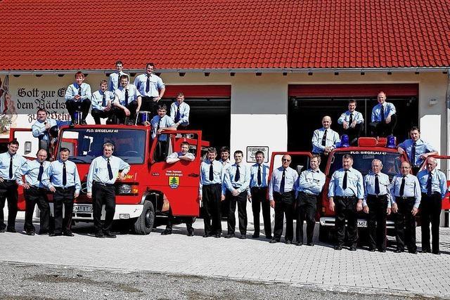Feuerwehrleute auch am Bau aktiv
