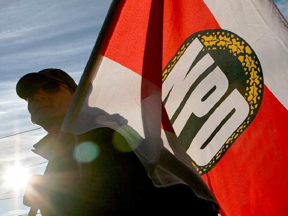 Um Mitglieder der NPD zu outen, nutzt die Antifa verstärkt das Internet.  | Foto: dpa