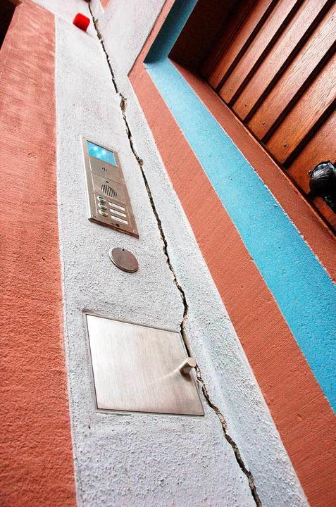 Risse am Rathaus  | Foto: Markus Donner