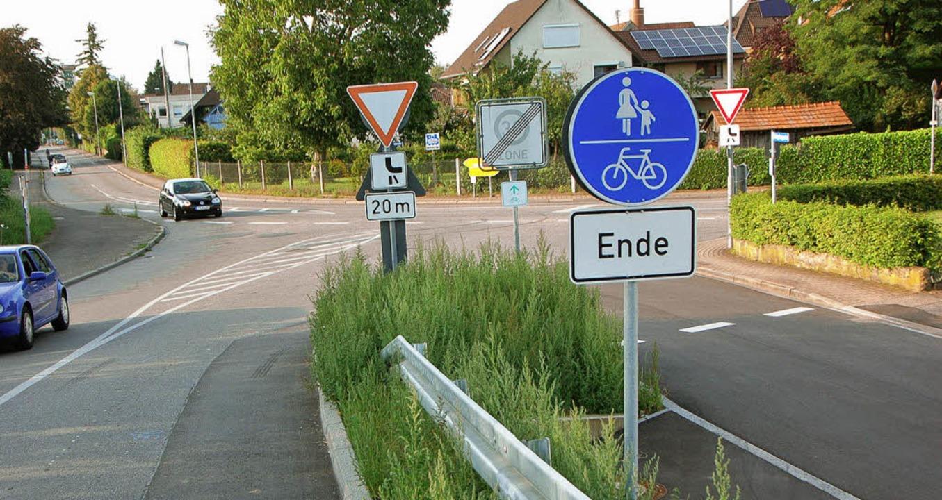 Wie weiter? Für Fahrradfahrer, aber au...te) alles andere als  übersichtlich.    | Foto: manfred frietsch