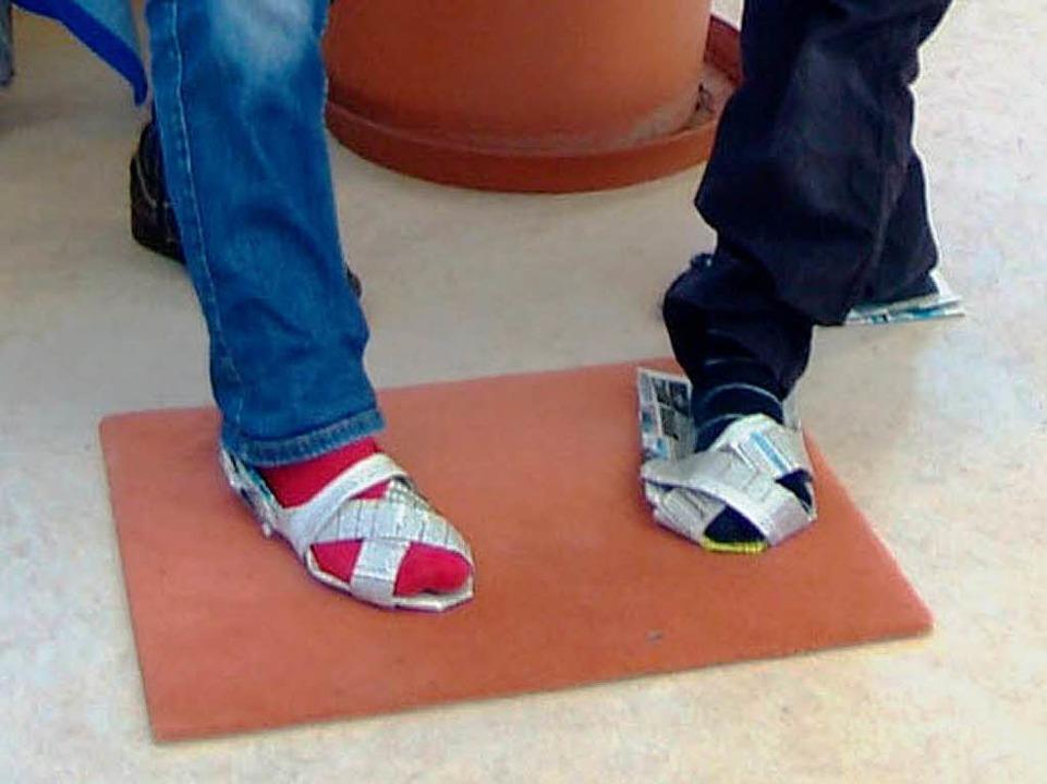 Schicke Schuhe aus Zeitungspapier  | Foto: Privat