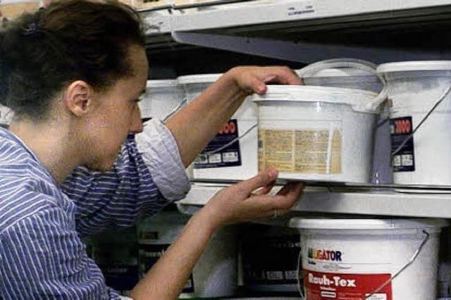 BZ-AKTION: Spanplatten geben jahrzehntelang giftige Gase ab