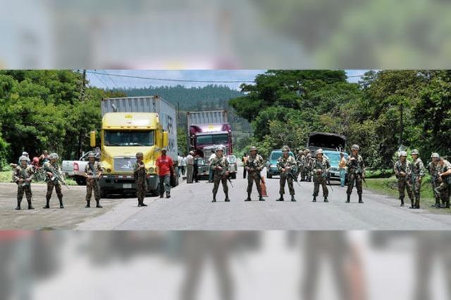 Aufmarsch an Honduras' Grenze