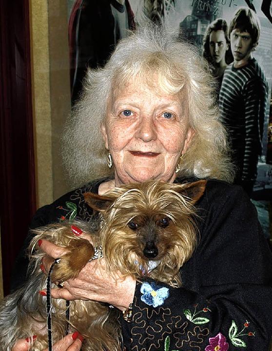 <Bildtext>Monika Schückher mit Hund Bonnie </Bildtext>  | Foto: marion pfordt