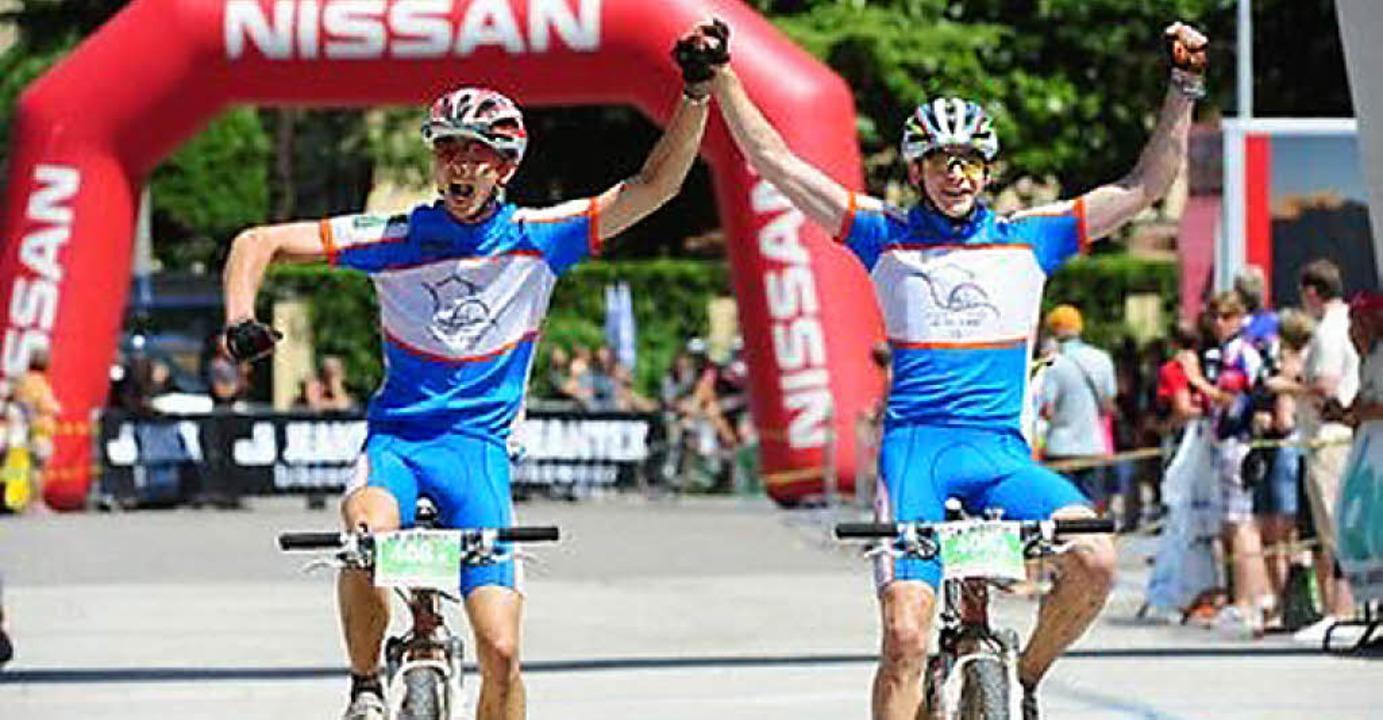 Geschafft: Sieben anstrengende Etappen...Tobias  (links) und Christopher Simon.  | Foto: BZ