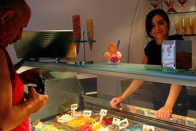 Ein neues Eiscafé am Stockbrunnen