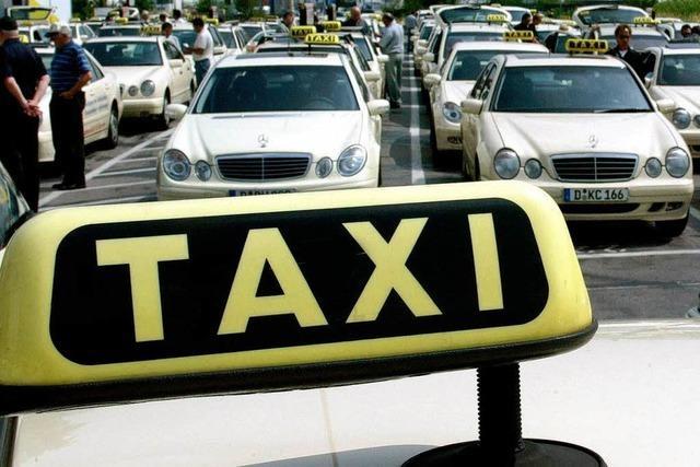 RFV will wartenden Fahrgästen künftig das Taxi bezahlen