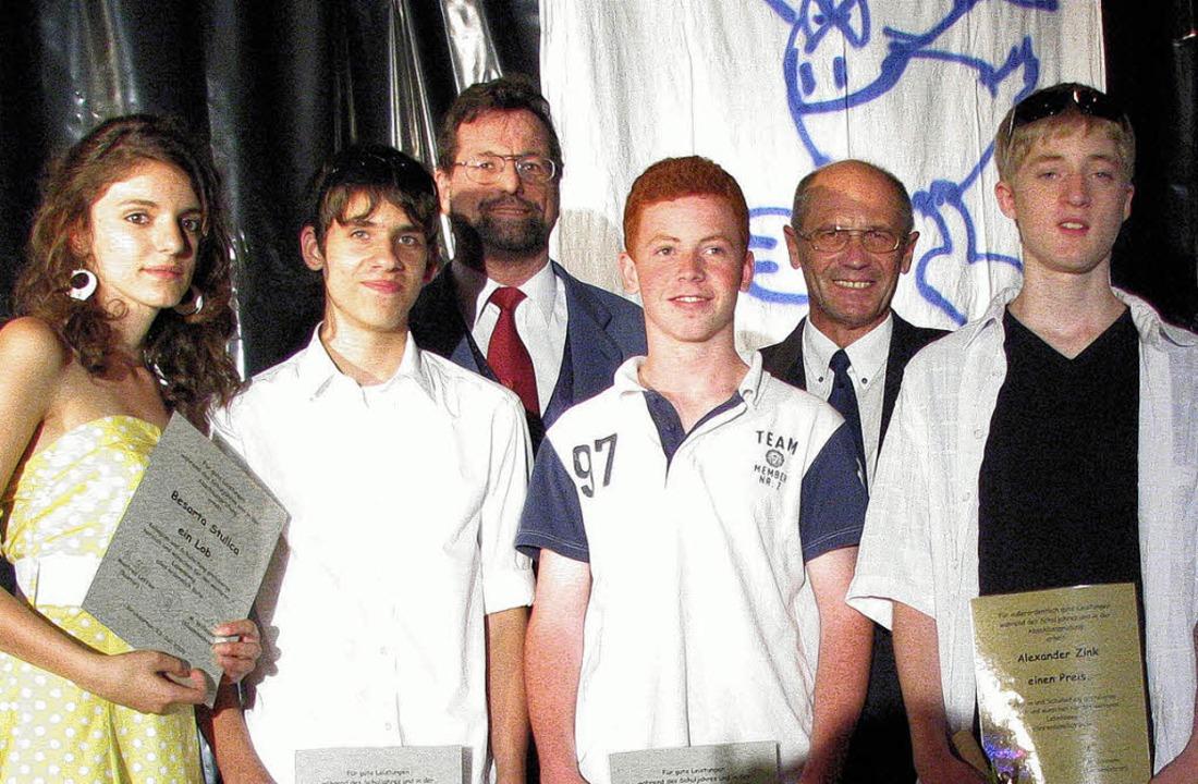 Preise erhielten  (vorne von links) Be...brecht und Rektor   Manfred Löffler.      Foto: monika rombach