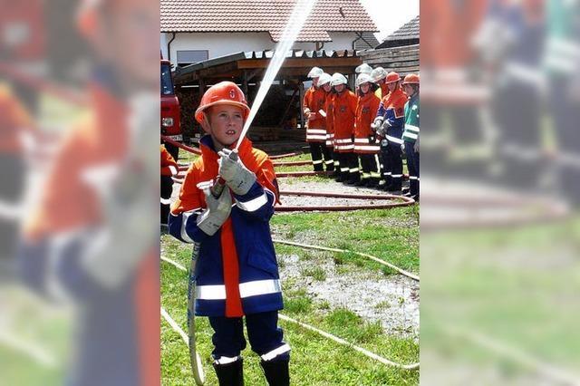 Feuerwehrkids löschen wie die Großen