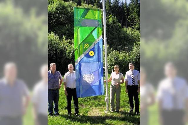 Auch Bernau zeigt jetzt Flagge