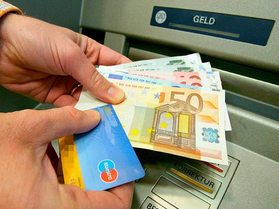 Defizite auf beiden Seiten: Beim Verhä...n Bank und Kunde stimmt manches nicht.  | Foto: dpa