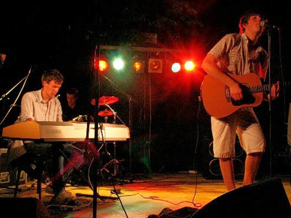 okale Bands sorgten für rockige Musik vor dem Faust-Gymnasium  | Foto: Privat