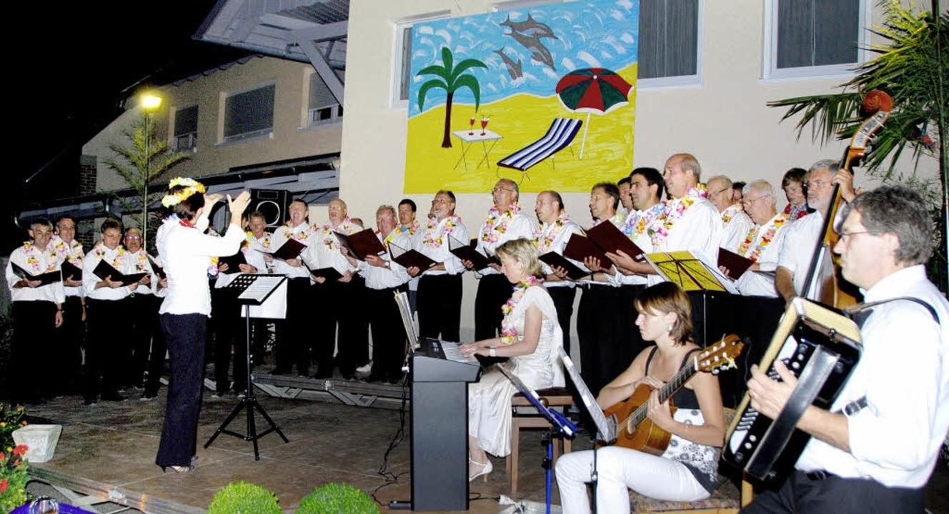 <Bildtext> Die MGV Singers mit ihren I...itung hatte Olga Endewardt.</Bildtext>  | Foto: Roland Vitt