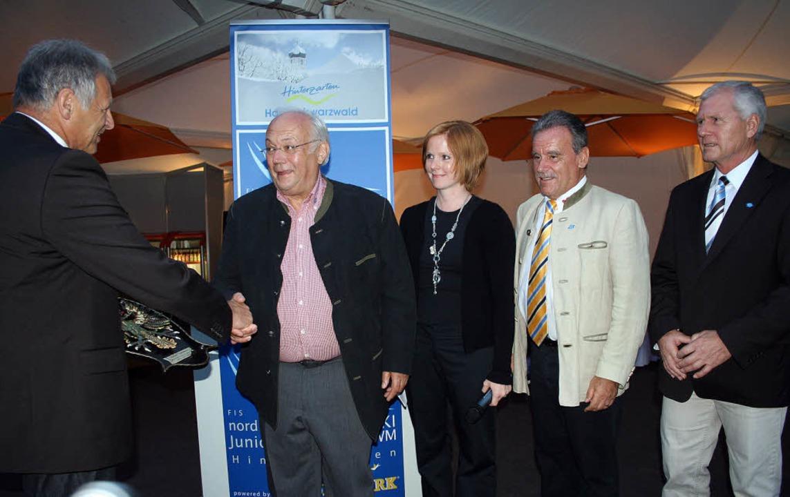 Norbert Thielmann erhielt beim Empfang...ter Hansjörg Eckert und Detlef Braun.   | Foto: Dieter Maurer