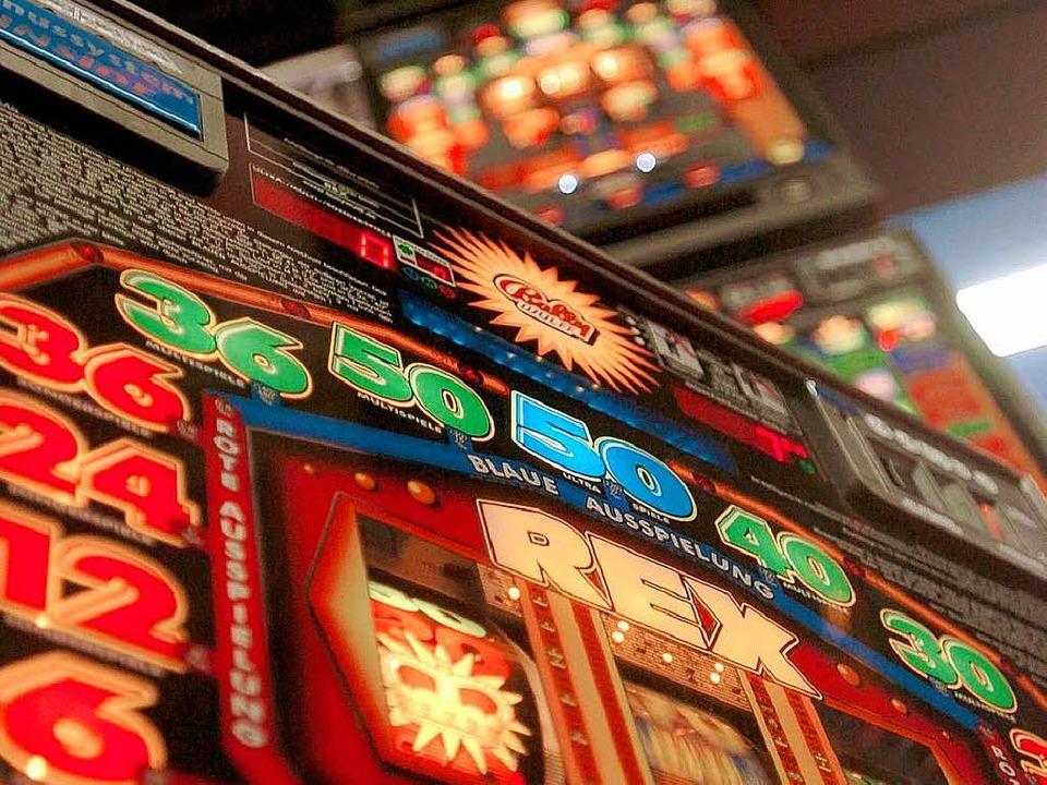 Spielautomat in einem Casino.  | Foto: dpa